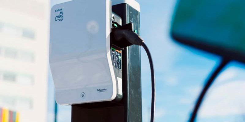Schneider Electric y sus soluciones para carga de vehículos eléctricos según el usuario